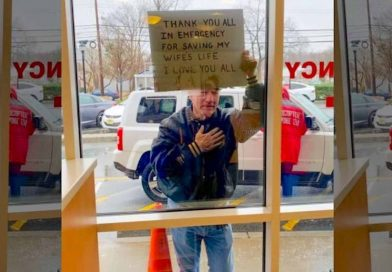 Heartwarming Photo Captures Man's Gesture of Gratitude Towards the Nurses Who Saved His Wife's Life